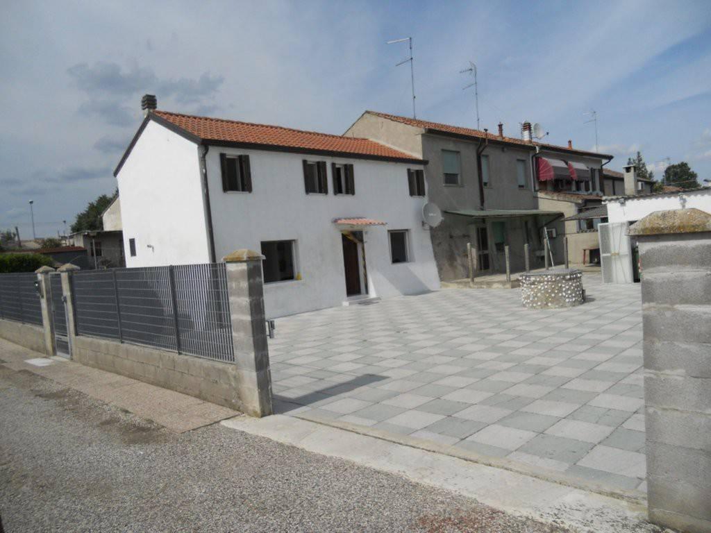 foto esterno Villa bifamiliare piazza Roma 21, Ro