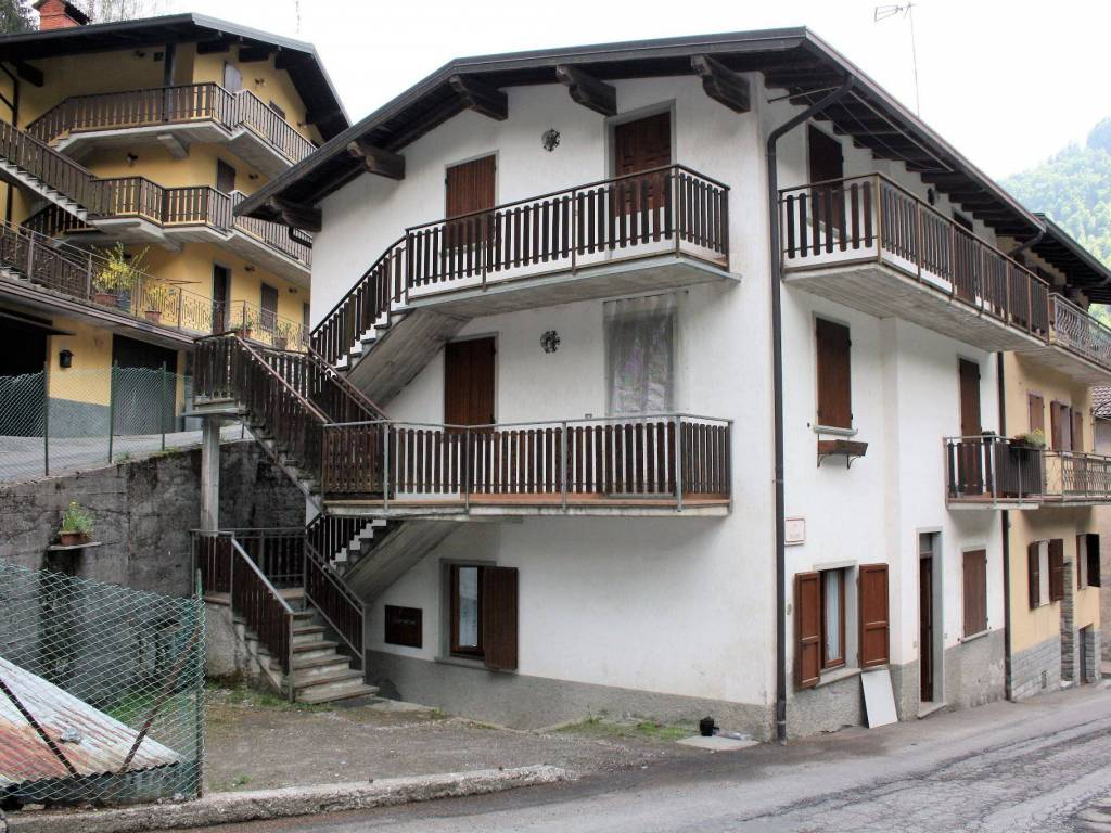 foto  2-room flat via Milano 9, Azzone