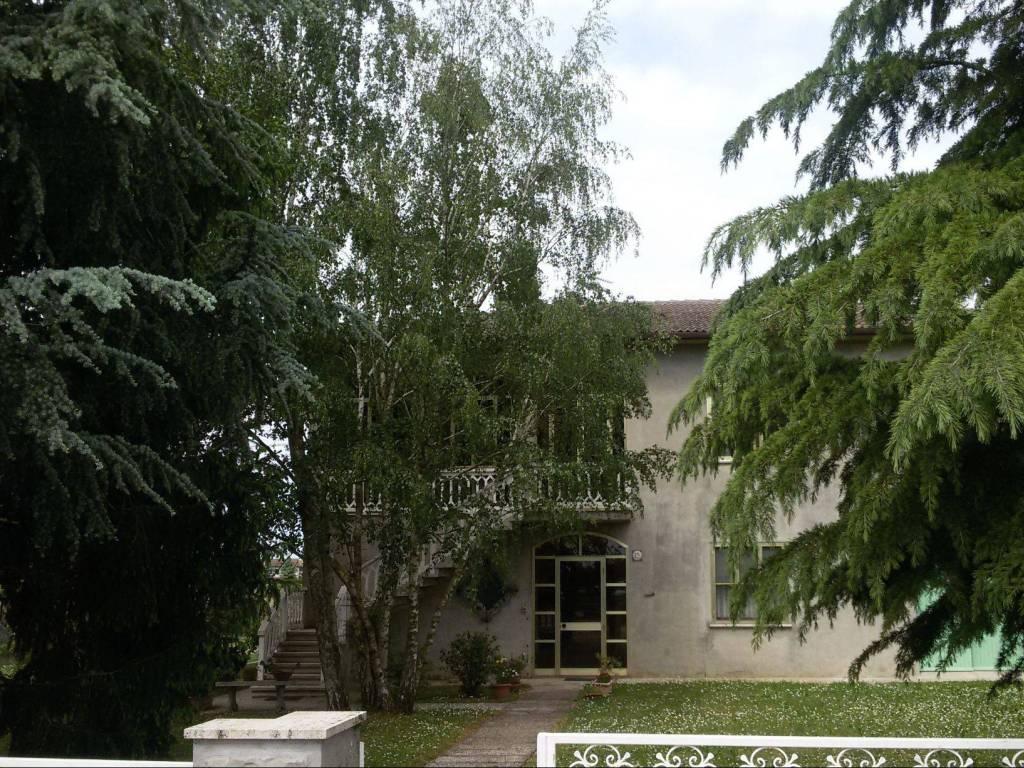 foto  Villa, buono stato, 270 mq, Ro