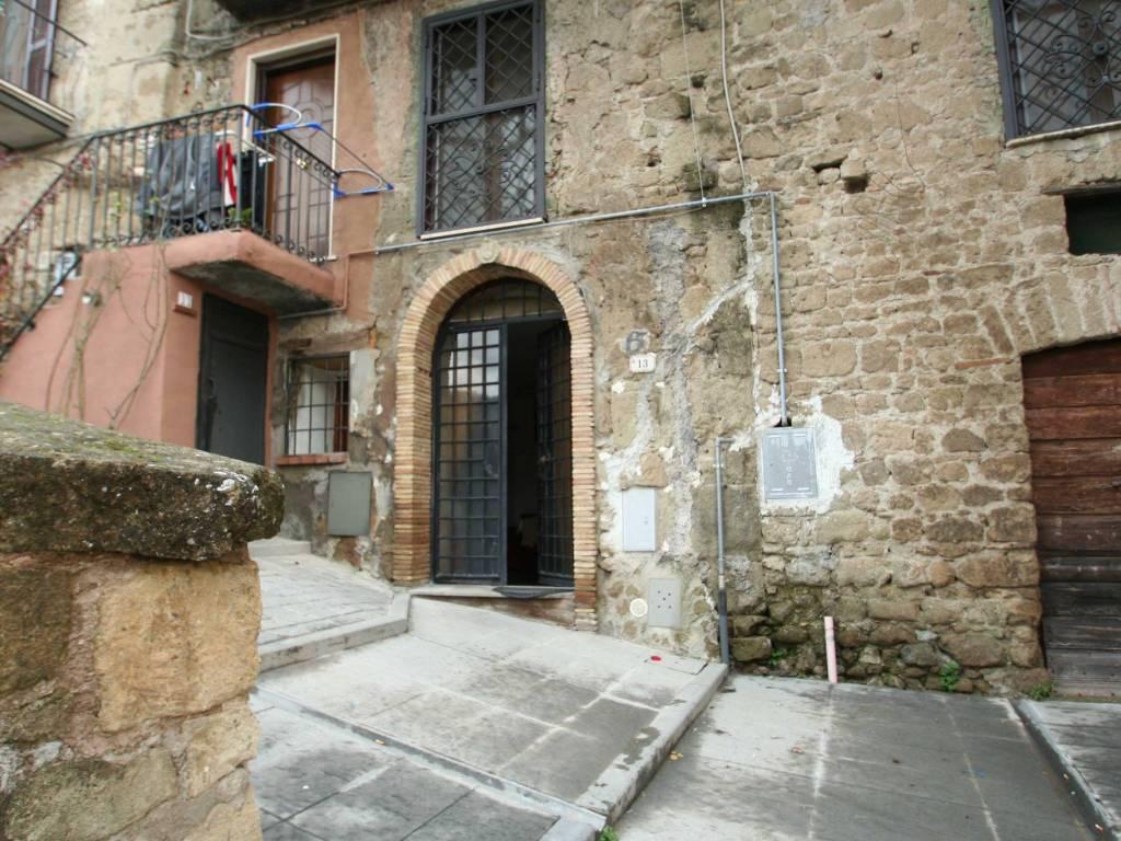 foto ingresso Magazzino in Vendita