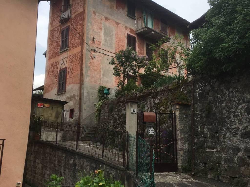foto  Villa piazza Giuseppe Mazzini 6, Claino con Osteno