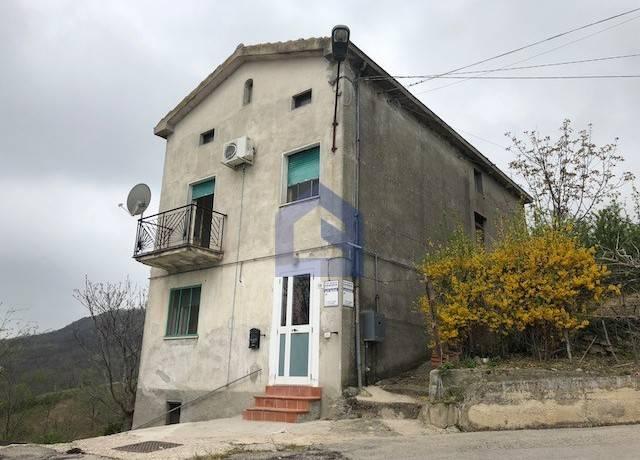 foto  Villa Strada Comunale Schiarazza, Casalanguida