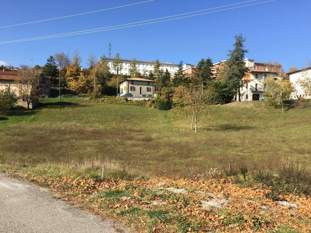 foto  Terreno edificabile residenziale a Tizzano Val Parma
