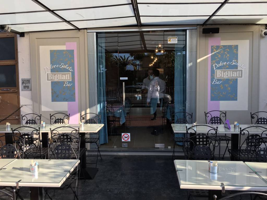 foto  Bar in Vendita a Albissola Marina