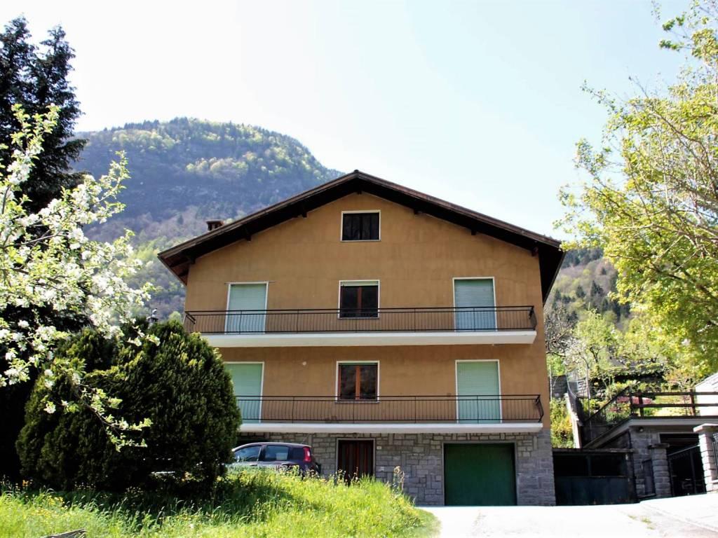foto casa Palazzo / Stabile via Bagni 13, Crodo