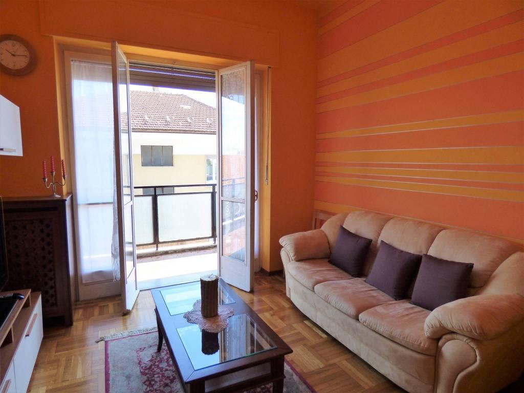 foto salotto 4-room flat via Michele Coppino, Cuneo