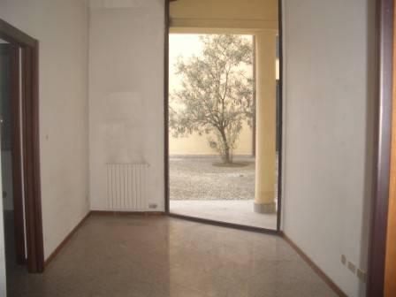 foto ingresso Ufficio in Affitto a Lodi