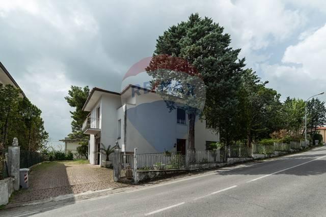foto  Villa, da ristrutturare, 320 mq, Belvedere Ostrense
