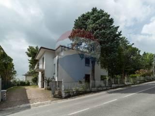 Foto - Villa, da ristrutturare, 320 mq, Belvedere Ostrense