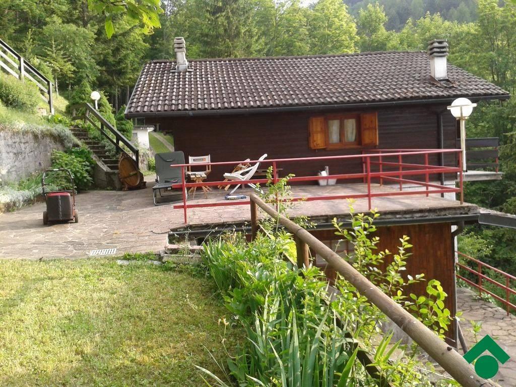 foto  Villa Località la Residenza, Menconico