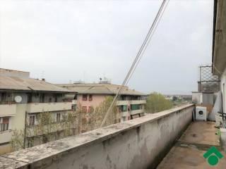 Foto - Trilocale da ristrutturare, ultimo piano, Casal Bertone, Roma
