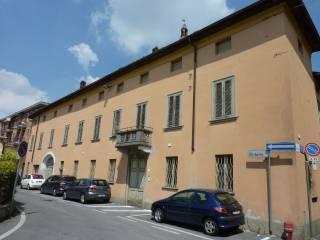 Photo - Building tre piani, to be refurbished, Brignano Gera d'Adda