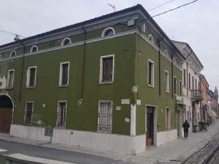 Photo - Building piazza Giacomo Matteotti, Casaloldo