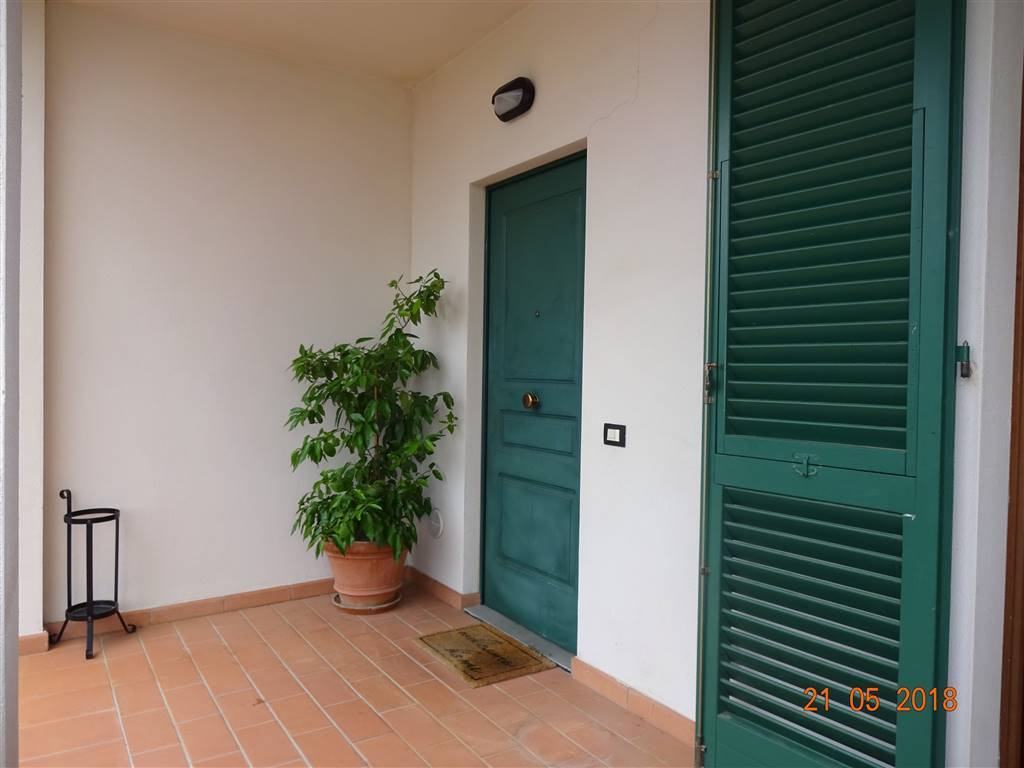 foto  Terraced house 5 rooms, excellent condition, Calenzano