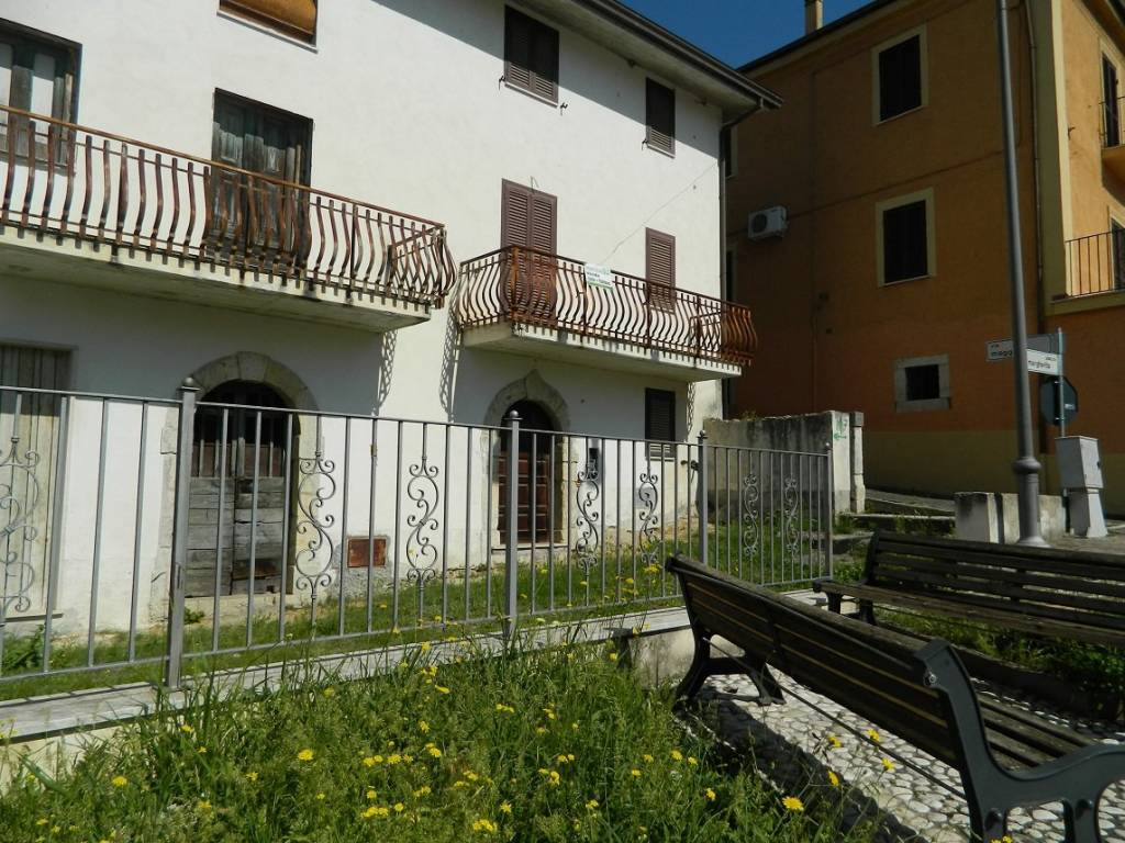 foto fronte Detached house piazza Margherita, Colfelice