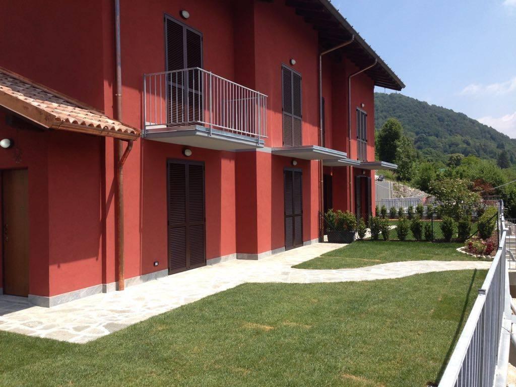 foto esterno1 Bilocale via Santi Nazaro e Celso, Alta Valle Intelvi