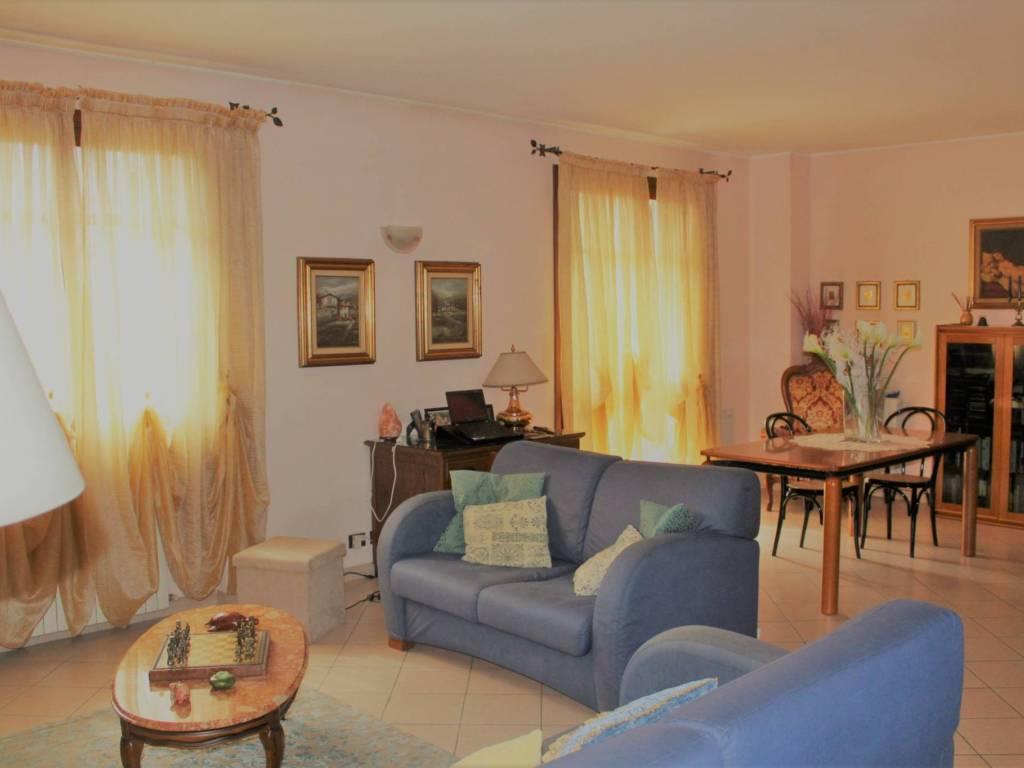 foto  Appartamento in villa via Filippo Corridoni, Senago