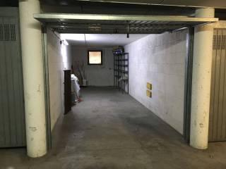 Foto - Box / Garage via Bezzecca, Salò