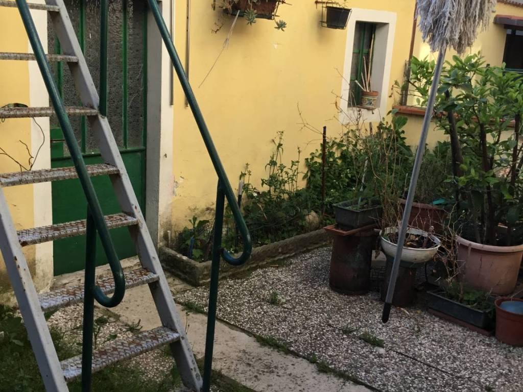 Vendita Casa Indipendente Prato Da Ristrutturare Balcone