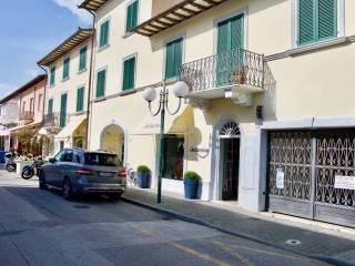 Foto - Box / Garage via Giosuè Carducci, Forte dei Marmi