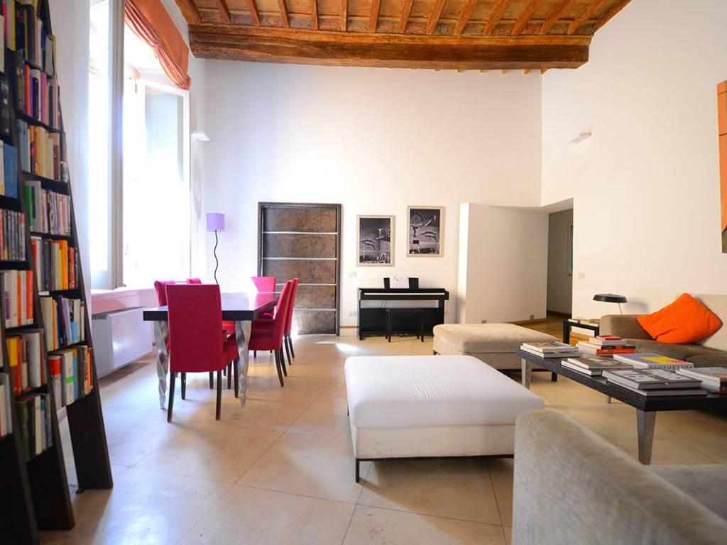 Soffitti Alti 4 Metri : Affitto appartamento roma. trilocale in via del governo . ottimo