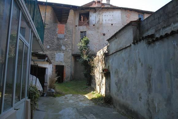 foto  Palazzo / Stabile via Battioli 10, Maggiora