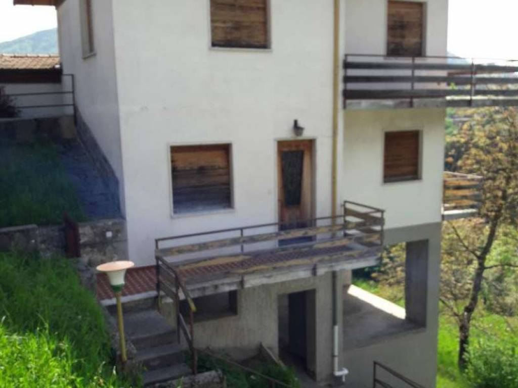 foto 20180506 105443 (Medium) Casa indipendente via Sion, Alta Valle Intelvi