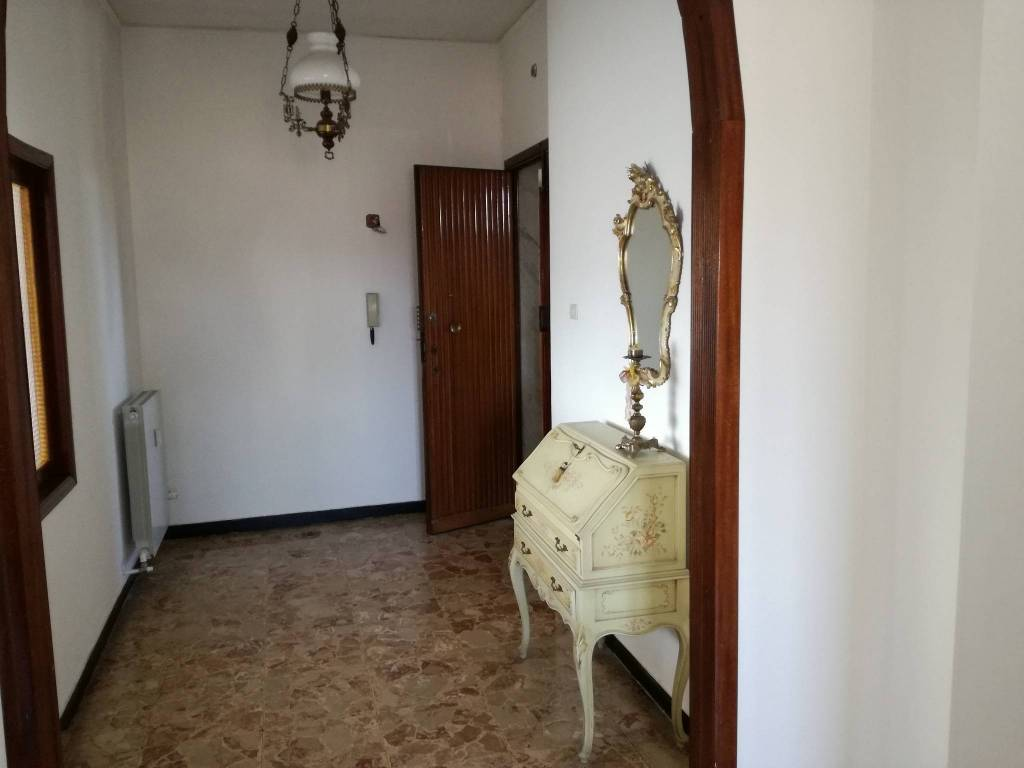 foto  Apartment good condition, fourth floor, Ovada