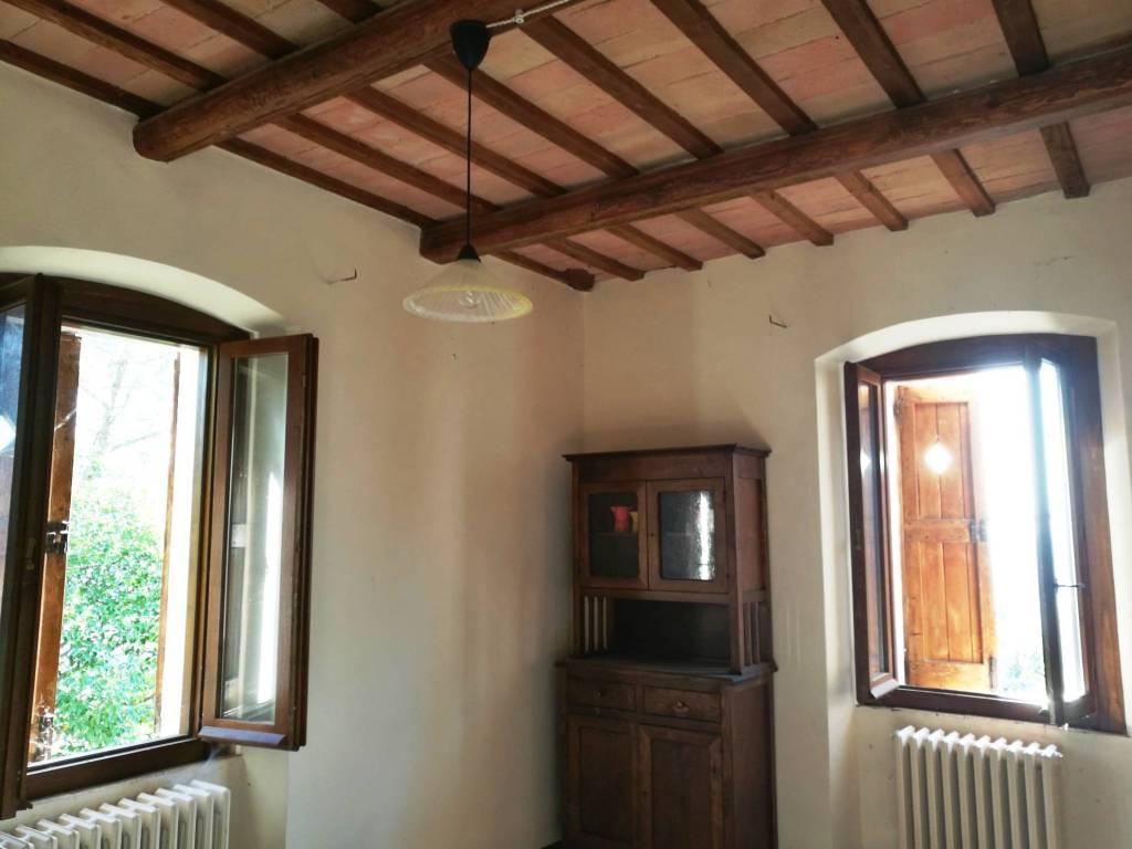 foto Salone Bilocale Località Le Piatte, Trevi