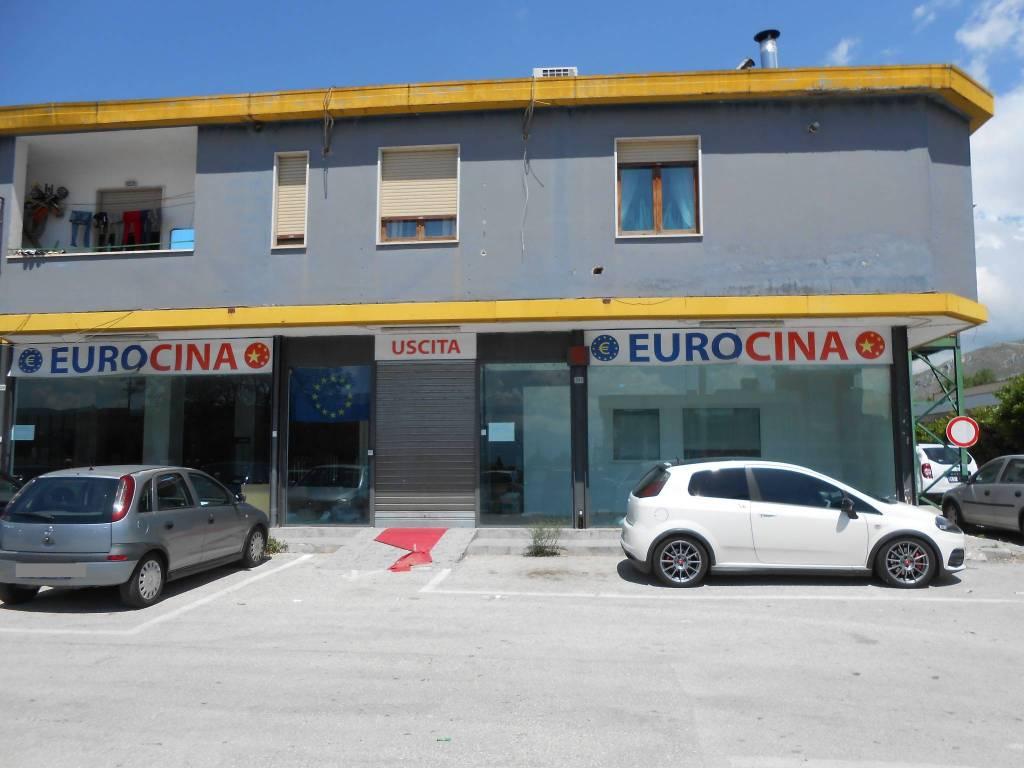 foto facciata Negozio in Affitto a Avezzano