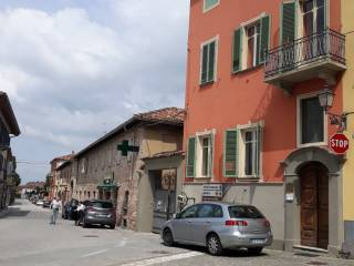 Foto - Palazzo / Stabile due piani, buono stato, Govone