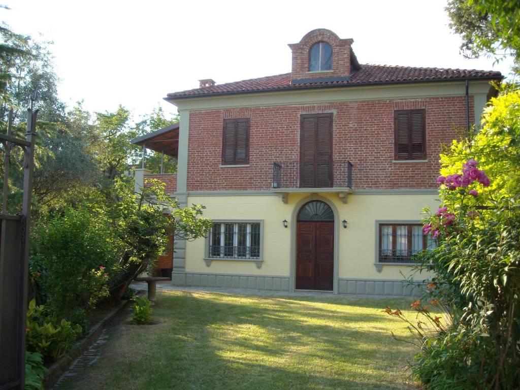 foto  Villa unifamiliare Strada della Fontana, Pino d'Asti