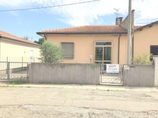 Foto - Villa via Giacomo Leopardi 14, Lugo