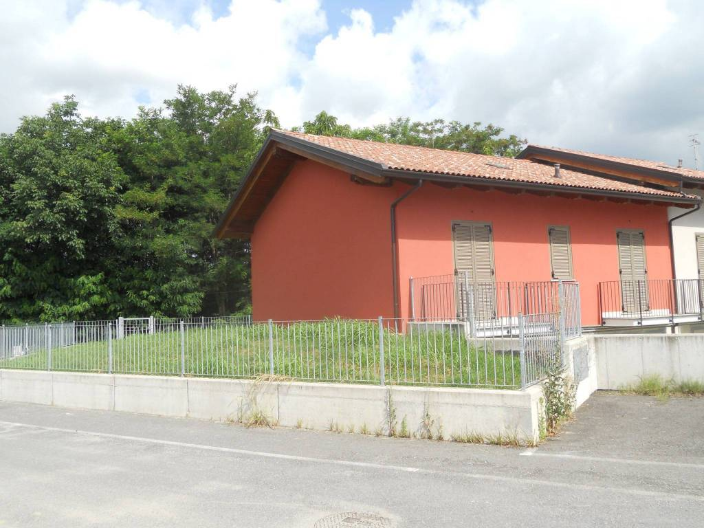 foto  Terraced house 4 rooms, new, Strambino