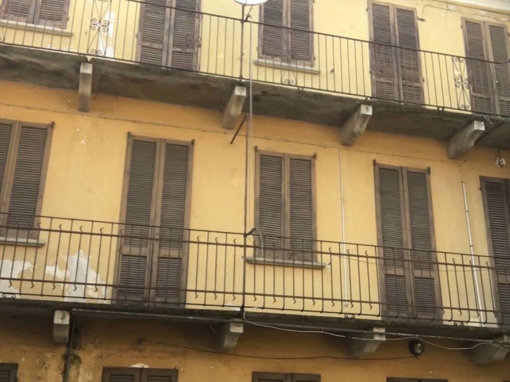 foto  Stabile o palazzo tre piani, da ristrutturare, Oleggio