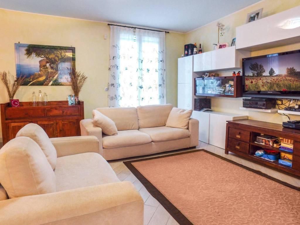 foto soggiorno 4-room flat via Dante Alighieri 15, Cisliano