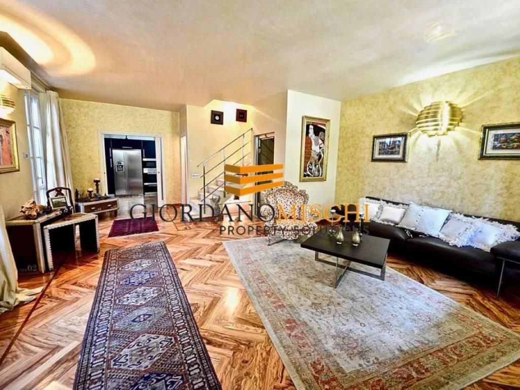 foto SALONE Villa a schiera via Donizetti 16, Monza