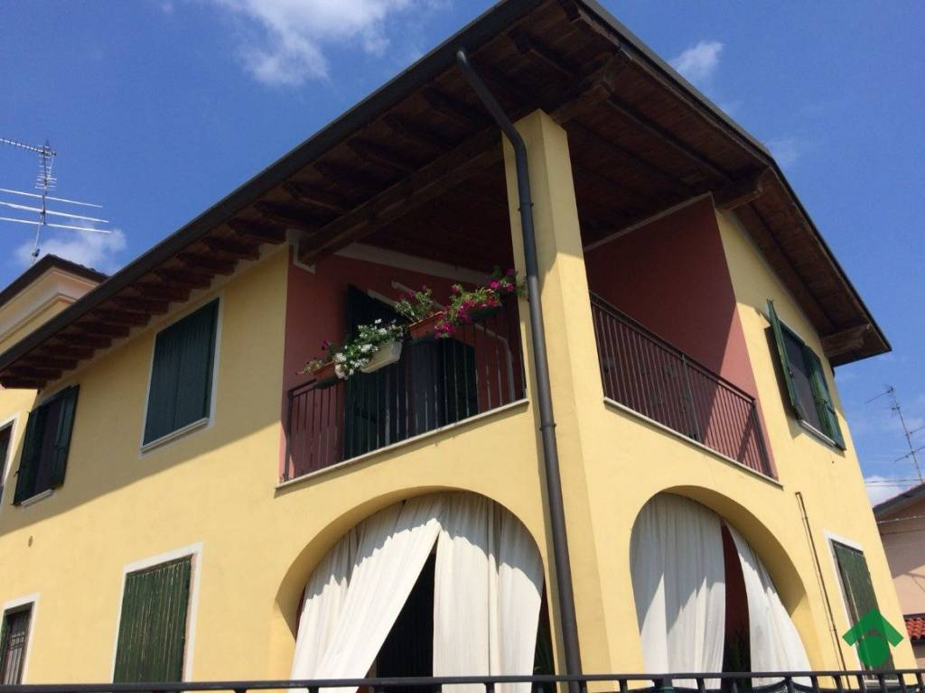 foto esterno Trilocale piazza San Siro 9, Capriano del Colle