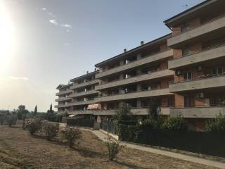 Foto - Trilocale via delle Arti 4, Pomezia