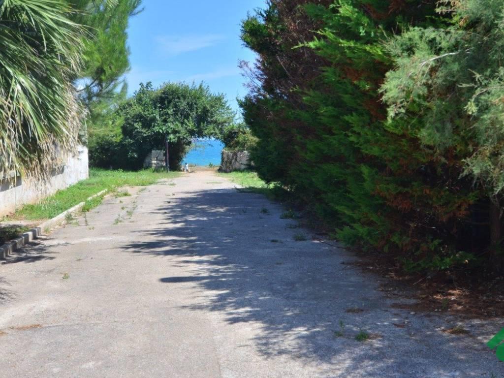 foto Accesso diretto al mare Bilocale via Grotta Regina, 27, Bari