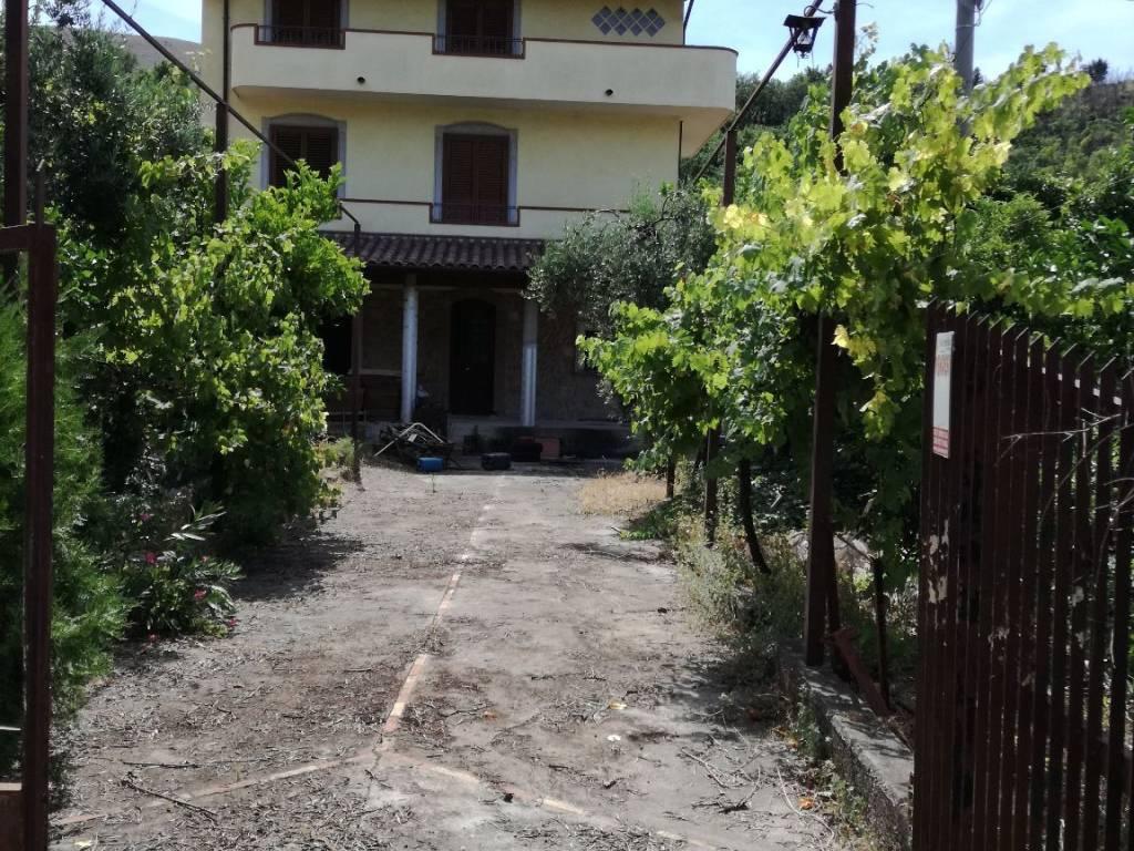 foto  Villa via Provinciale Per Lenola, Fondi