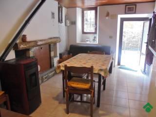 Foto - Casa indipendente via al Portone, 1, Cavagnano, Cuasso al Monte