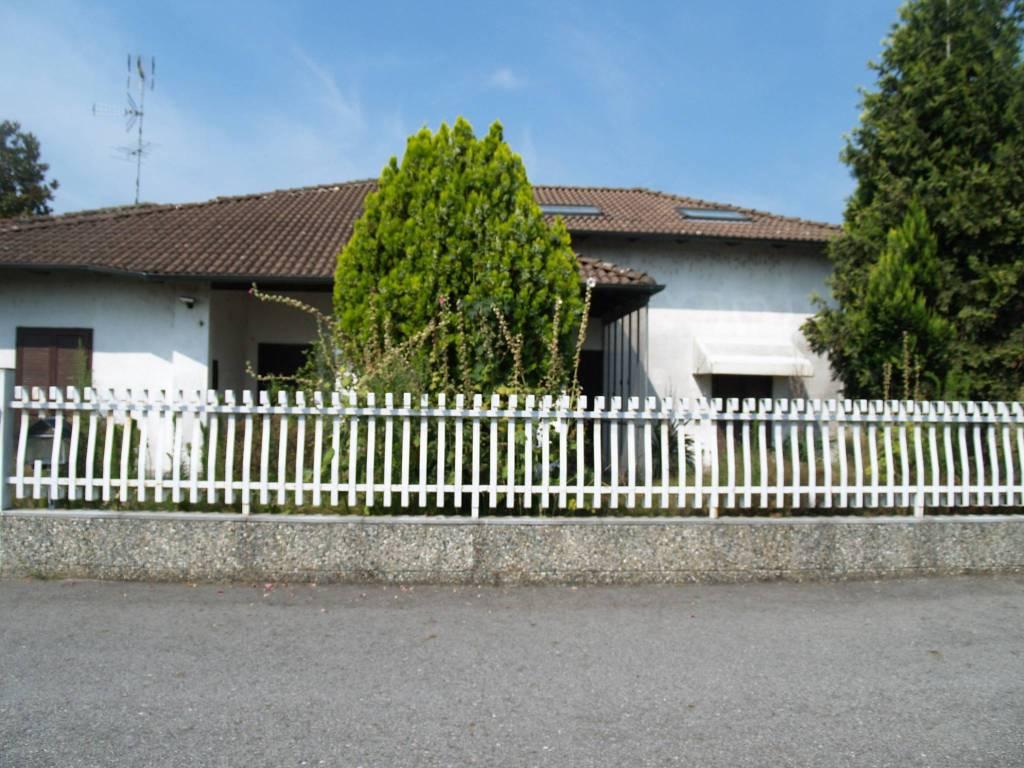 foto Facciata Villa bifamiliare via Parco della Rimembranza 7, Villata