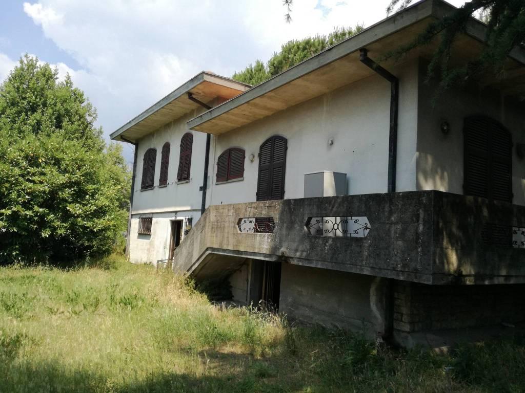 foto  Villa, da ristrutturare, 220 mq, Carrara