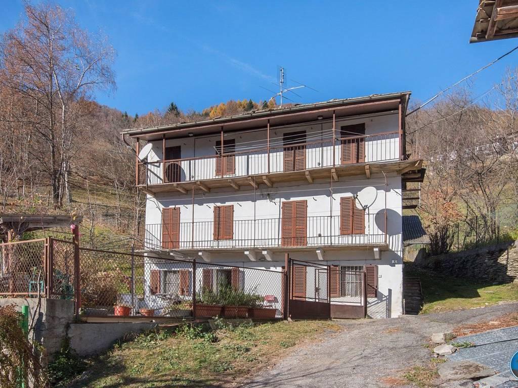 foto facciata Rustico / Casale piazza Fontana 6, Rorà