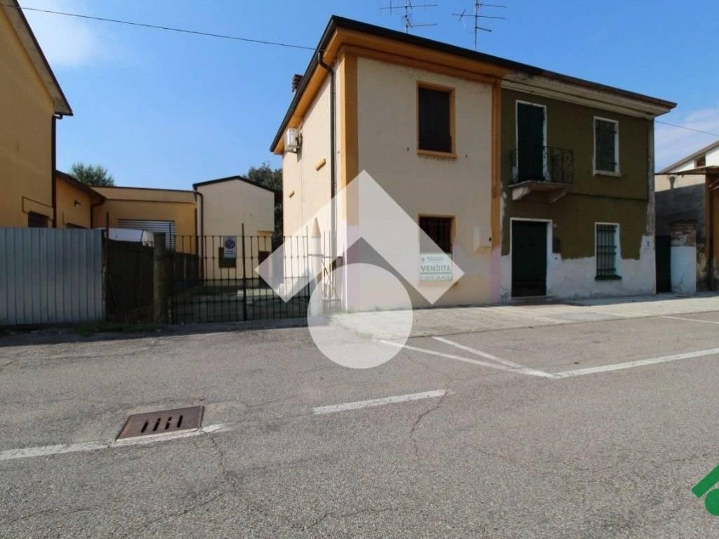 foto  Villetta a schiera, ottimo stato, Roverbella
