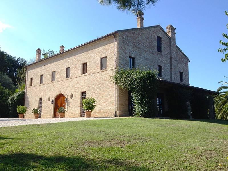 foto  Villa plurifamiliare, ottimo stato, 600 mq, Jesi