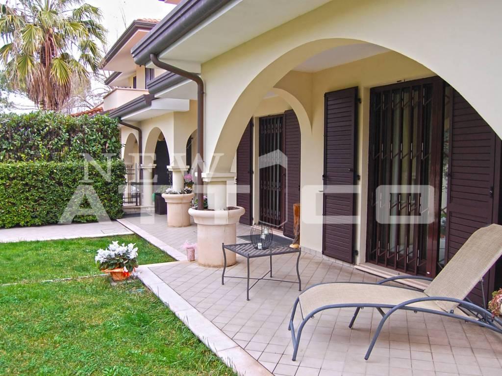 foto Fronte d'ingresso Villa via Arturo Toscanini, Misano Adriatico