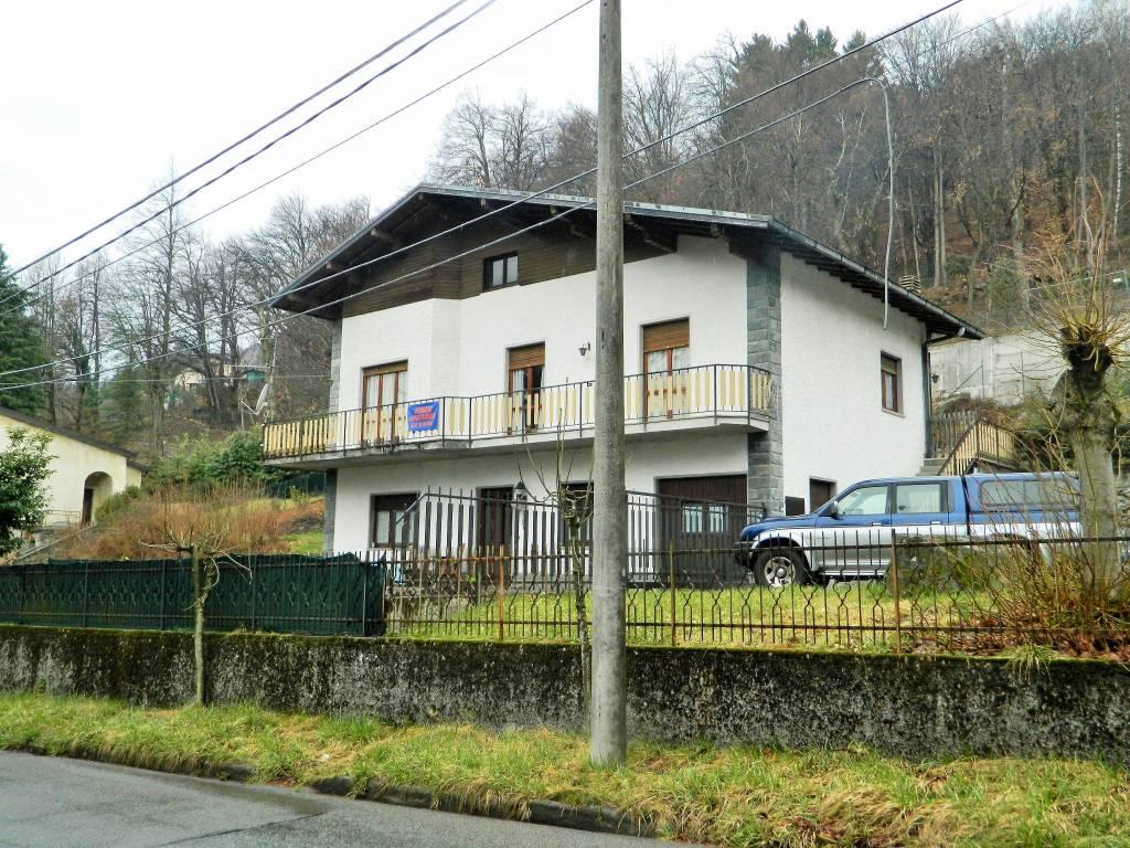 foto facciata Villa bifamiliare viale Poletti, Alta Valle Intelvi