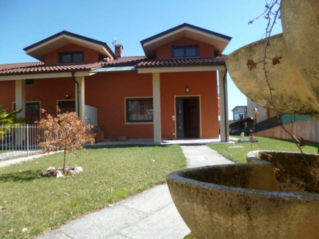 foto  Villa a schiera 4 locali, nuova, Envie